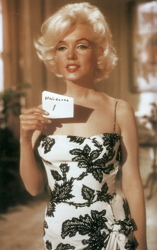 marilyn monroe fondo de pantalla called White/black dress