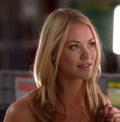 Yvonne Strahovski Hintergrund entitled Yvonne on Chuck