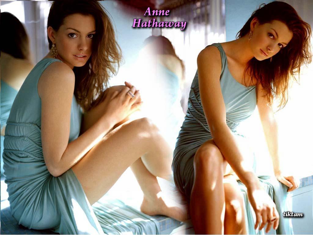 Anna Hathaway Lesbian 86