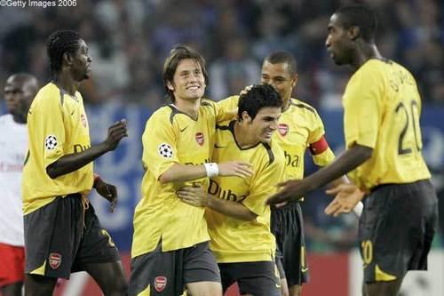 Arsenal karatasi la kupamba ukuta titled arsenal