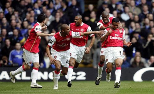 Arsenal karatasi la kupamba ukuta entitled arsenal