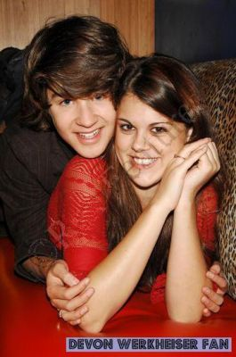 Ned's Declassified wallpaper entitled ned and moze
