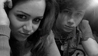 Miley Cyrus and Nick Jonas 바탕화면 entitled nick-miley