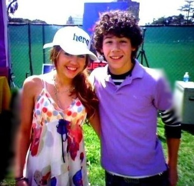 Miley Cyrus and Nick Jonas wolpeyper titled nick-miley