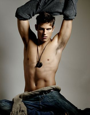 http://images.fanpop.com/images/image_uploads/sean-faris-hottest-actors-257266_314_400.jpg