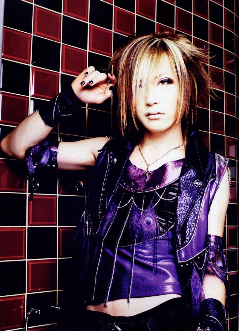 the-GazettE--Uruha-the-gazette-69733_800_1105.jpg