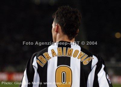 Zlatan Ibrahimovic karatasi la kupamba ukuta called zlatan juventus