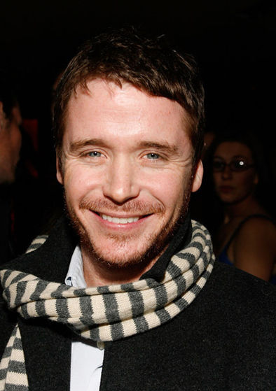 Kevin Connolly has found a way to Переместить on from Julianne Hough
