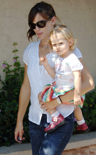 Jennifer & Daughter violet