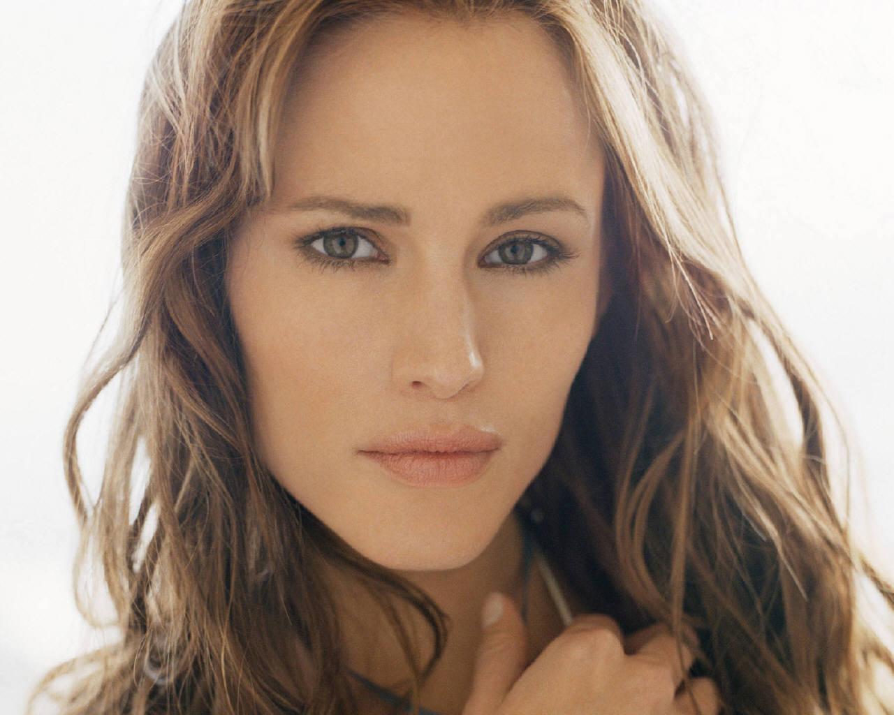 http://images.fanpop.com/images/image_uploads/Jennifer-Garner-jennifer-garner-76671_1280_1024.jpg