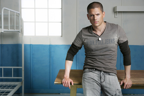 Prison Break Season 3 Episode 11 : Under and Out